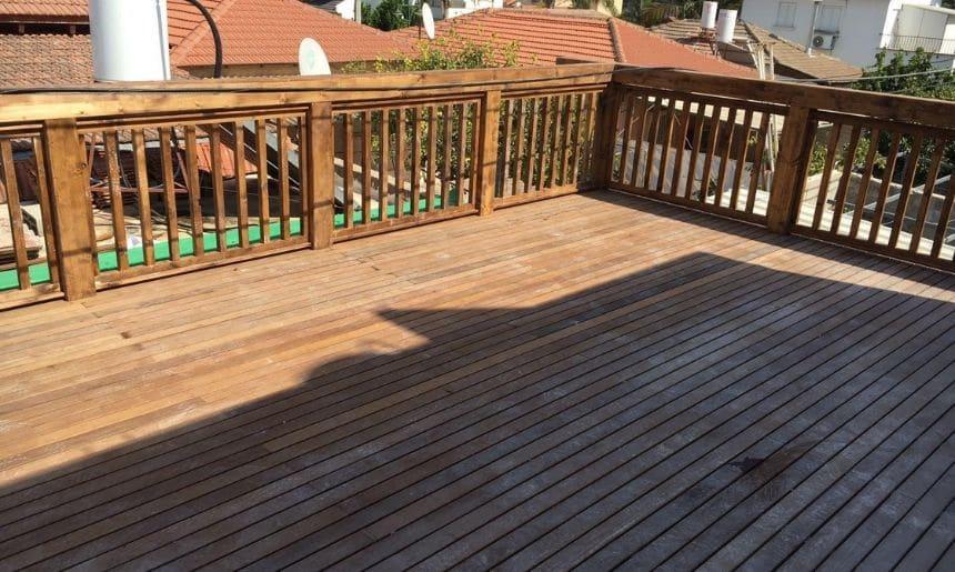 גדר עץ בשילוב דק למרפסת